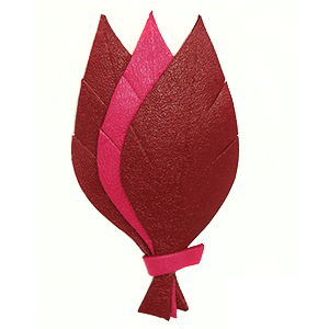 broche-trois-feuilles-cuir-rouge-rose.png
