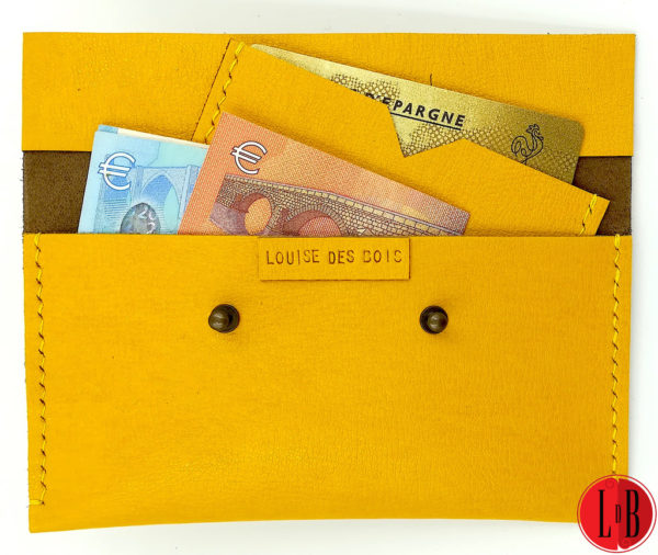 Porte-monnaie-carte-duo-jaune-pose