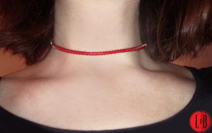 ras-du-cou-torsade-rouge-insitu-logo