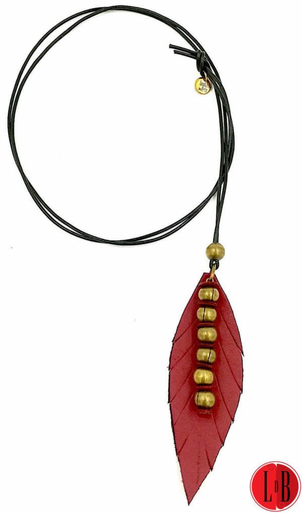 Sautoir-cuir-plume-perlee